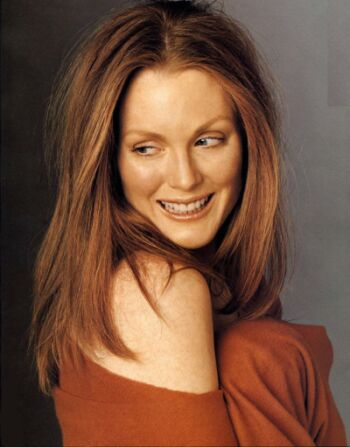 Celebrity Couples on Picture Gallery  Hot Pics  Julianne Moore Gossips At Entwagon Com