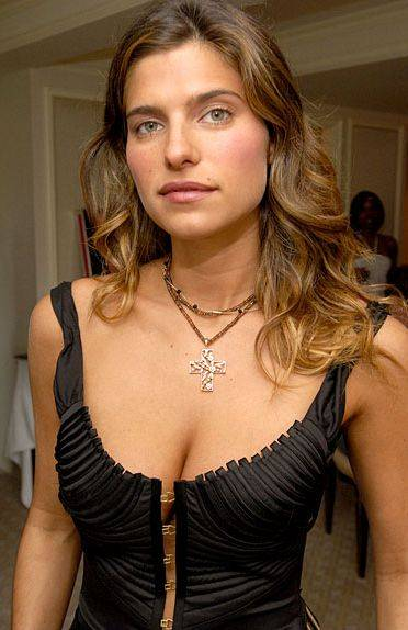 Lake Bell Pictures Photos Picture Gallery Hot Pics Lake Bell Gossips At Entwagon Com