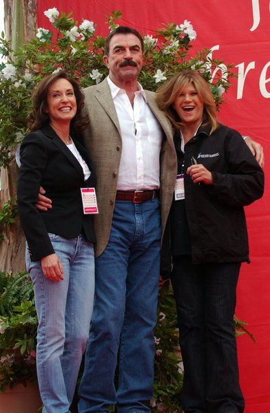 Lily Tartikoff, Tom Selleck, Laura Paulson at 15th Annual EIF Revlon Run/ Walk For Women - Los Angeles Memorial Colliseum, Los Angeles, CA. USA