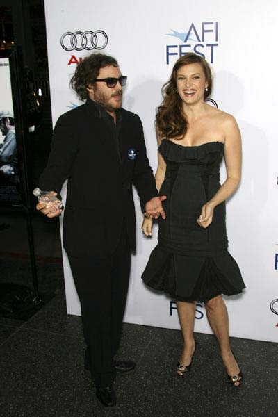Joaquin Phoenix, Vinessa Shaw at 2008 AFI FEST Los Angeles Premiere of 'Che' at Grauman's Chinese Theater, Hollywood, CA, USA