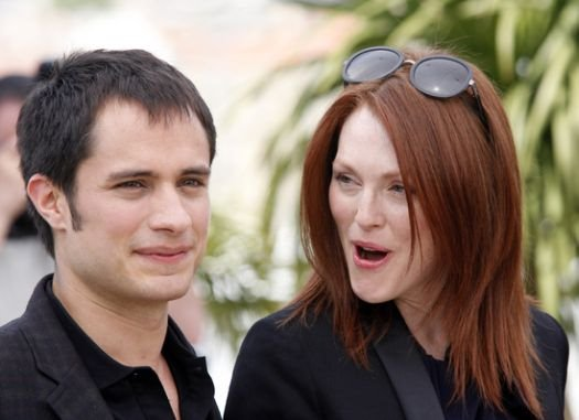 Garcia Bernal, Julianne Moore at 2008 Cannes Film Festival - Marche Rouge and 'Blindness' Photocall - Palais de Festival, Cannes, France