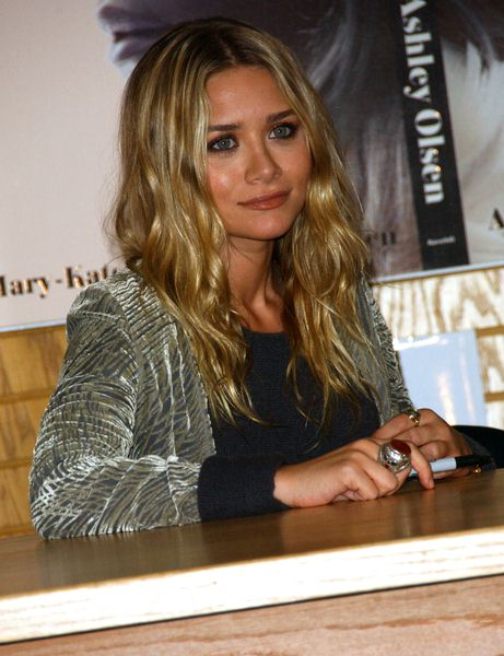 Ashley Olsen at Ashley Olsen and Mary Kate Olsen Sign Copies Of New Book 'Influence' at Border's Bookstore, Westwood, CA. USA