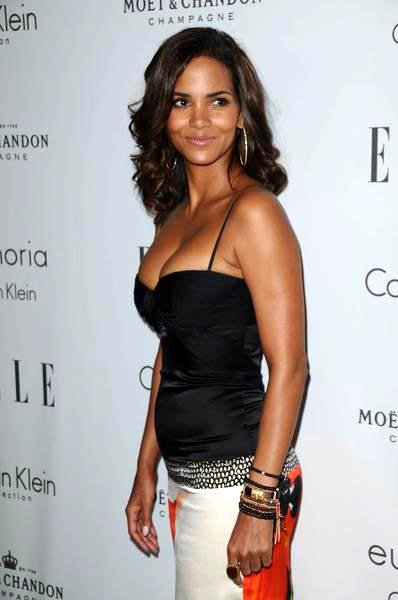 Halle Berry at ELLE Magazine's 15th Annual Women in Hollywood Tribute - Arrivals at The Four Seasons Hotel, Beverly Hills, CA, USA