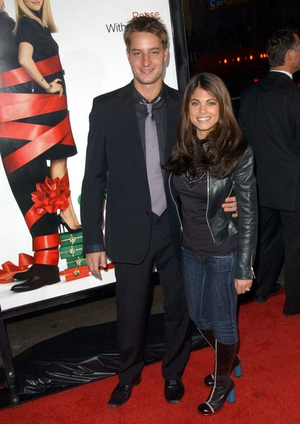 Justin Hartley, Lindsay Hartley (wife) at 'Four Christmases' World Premiere at Grauman's Chinese Theater, Hollywood, CA, USA