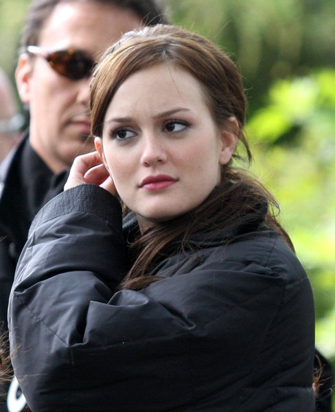 Leighton Meester at 'Gossip Girls' Filming on Location on the Upper East Side of New York on April 30, 2008 - Upper East Side, New York City, NY, USA