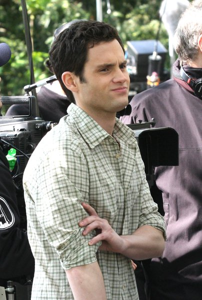 Penn Badgley at 'Gossip Girls' Filming on Location on the Upper East Side of New York on April 30, 2008 - Upper East Side, New York City, NY, USA