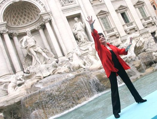Liza Minnelli at Liza Minnelli at Trevi Fountain in Rome, Italy