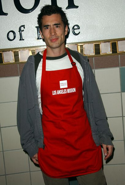 Andrew Roach at Los Angeles Mission Thanksgiving Meal For The Homeless at L.A. Mission and Anne Douglas Center, Los Angeles, CA. USA