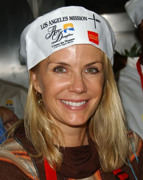 Katherine Kelly Lang at Los Angeles Mission Thanksgiving Meal For The Homeless at L.A. Mission and Anne Douglas Center, Los Angeles, CA. USA