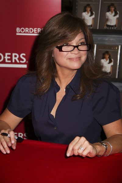Valerie Bertinelli at Valerie Bertinelli Signs Copies of 'Losing It' at Borders in Las Vegas - Borders Books, Town Square, Las Vegas, NV, USA