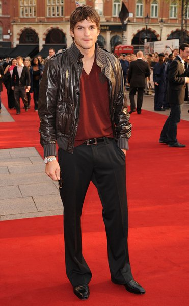 Ashton Kutcher at 'What Happens in Vegas...' London Premiere - Arrivals - Odeon in Leicester Square, London, England