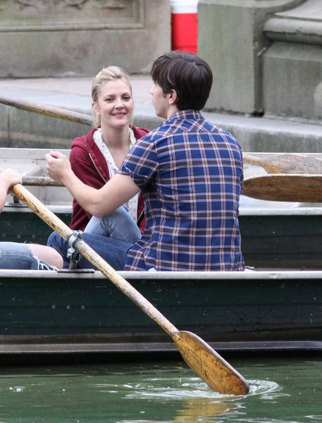 Drew Barrymore, Justin Long at 'Going the Distance' Kissing Scene Filming in Central Park, New York City, NY, USA