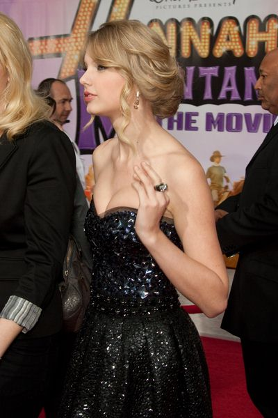 Taylor Swift at 'Hanna Montana The Movie' World Premiere - El Capitan Theatre, Hollywood, CA, USA
