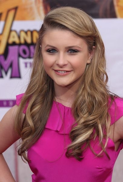 Savannah Outen at 'Hanna Montana The Movie' World Premiere - El Capitan Theatre, Hollywood, CA, USA